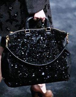 подходящее платье.  Новый черный 2010 года - оранжевый.