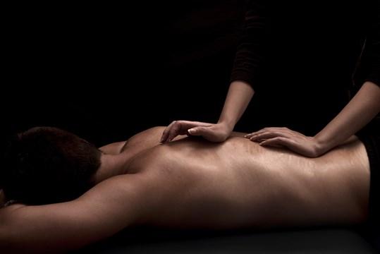 Эротический массаж спины мужчине эротический массаж киев простаты